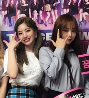 Dahyun and Gahyeon