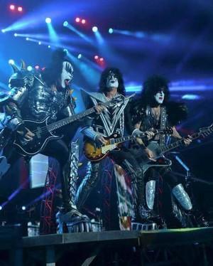 চুম্বন ~Mackay, Australia...March 16, 2013 (Monster Tour)