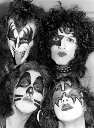 KISS (NYC) March 21, 1975 (Dressed To Kill Tour-Beacon Theatre)