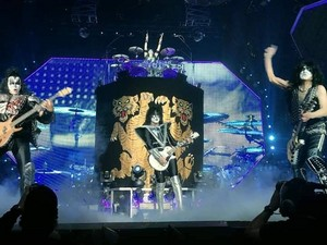 KISS ~Oakland, California...March 6, 2020 (End of the Road Tour)