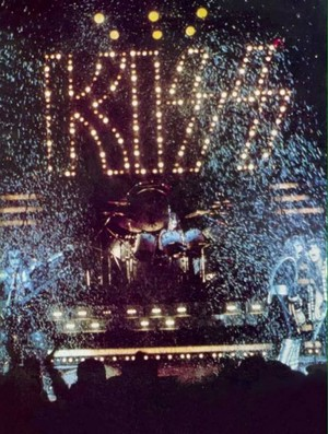 किस ~Tokyo, Japan...April 4, 1977 Rock and Roll Over Tour)