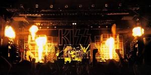 KISS ~Tokyo, Japan...March 28, 1978 (Alive II Tour)