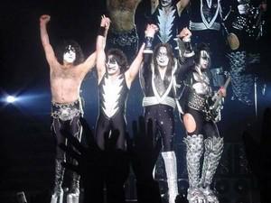 চুম্বন ~Yokohama, Japan...March 9, 2001 (Farewell Tour)