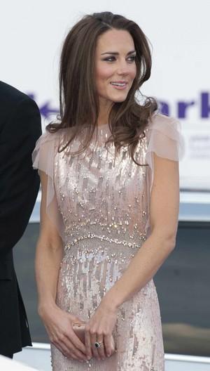 Kate ~ ARK Gala 공식 만찬, 저녁 식사 (2011)