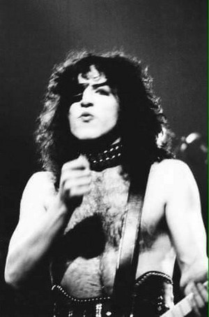 Paul (NYC) March 21, 1975 (Dressed To Kill Tour-Beacon Theatre)