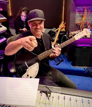 Paul Stanley with guitarist Rafael Moreira