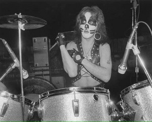 Peter (NYC) March 21, 1975 (Dressed To Kill Tour-Beacon Theatre)