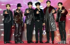 Super Junior at 29th Seoul 音楽 Awards Red Carpet