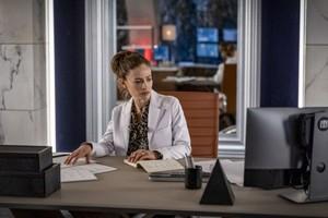 The Flash - Episode 6.12 - A Girl Named Sue - Promo Pics