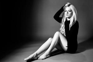 Avril Lavigne_Head Above Water_1