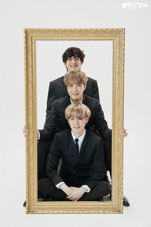 BTS 7TH ANNIVERSARY FAMILY PORTRAIT
