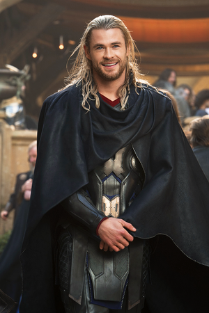 Chris Hemsworth behind the scenes of Thor: The Dark World (2013)