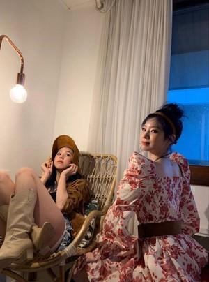 Dahyun and Chaeyoung