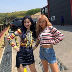 Dahyun and Jihyo