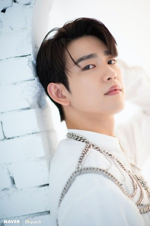 "Jinyoung ""DYE"" mini album promotion photoshoot sejak Naver x Dispatch"