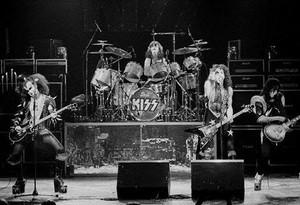 ciuman ~Amsterdam, Netherlands...May 23, 1976 (Spirit of '76-Destroyer Tour)
