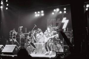 吻乐队(Kiss) ~Amsterdam, Netherlands...May 23, 1976 (Spirit of '76-Destroyer Tour)