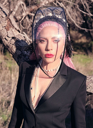 Lady Gaga photographed sa pamamagitan ng Nathaniel Goldberg for InStyle Magazine (May 2020)
