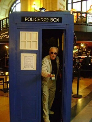 Stan Lee in the TARDIS!? 😲