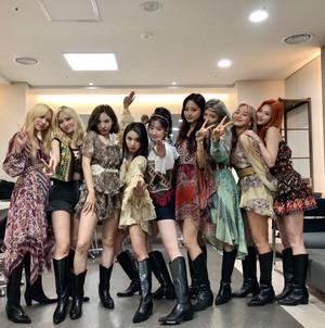 Twice at âm nhạc Bank