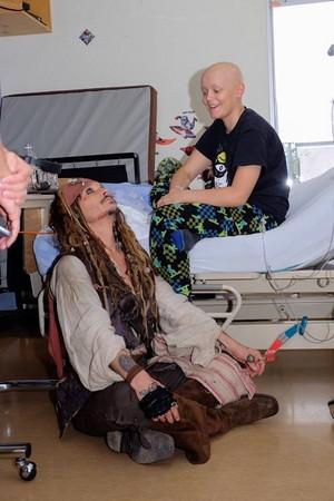 *Johnny Depp visit Children's Hospital as Jack Sparrow :Pirates Of The Caribbean*