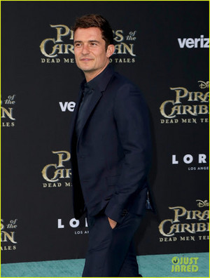 *Orlando Bloom on red carpet for premiere of Pirates of the Caribbean*