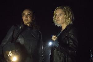 7x06 - Nakara - Raven and Clarke