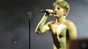 Charlie Puth Shirtless, Live at Stage