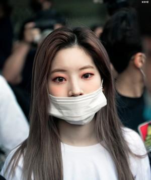 Dahyun arriving at Kbs