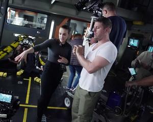 Elizabeth Henstridge बी टी एस - Directing Season 7