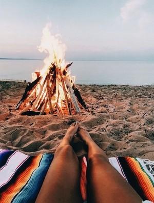 api Pit at pantai