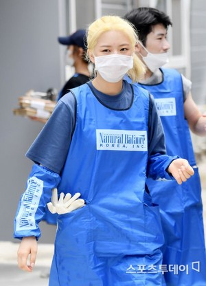 Jeongyeon at the animal shelter