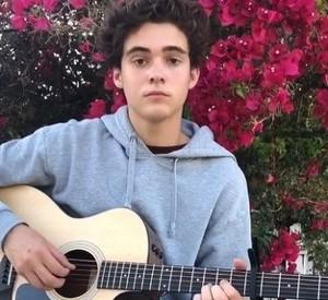 Joshua Bassett Playing a chitarra Just for te