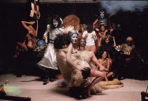 চুম্বন ~Hotter Than Hell ছবি session and outtakes...August 18, 1974 (The Stage)