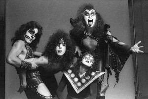 KISS ~Hotter Than Hell Foto session and outtakes...August 18, 1974 (The Stage)
