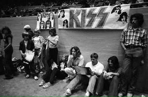 KISS fans ~Daly City, California...August 16, 1977 (Love Gun Tour)