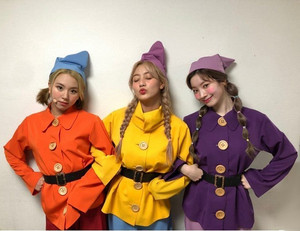 Snow White and the 7 Dwarfs (Twice Version)