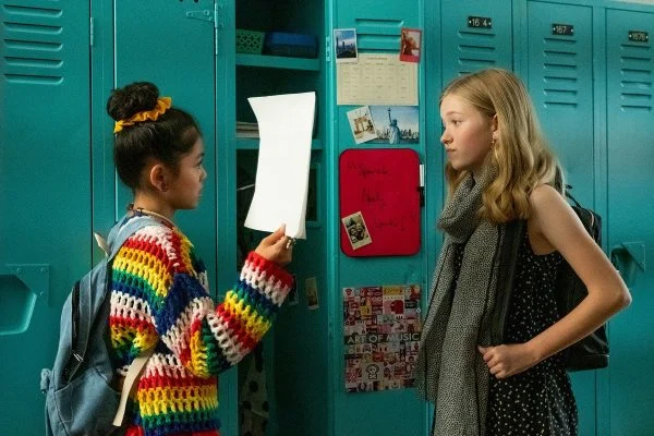 The Baby-Sitters Club - Season 1 Still - Claudia and Stacey