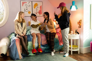 The Baby-Sitters Club - Season 1 Still - Stacey, Claudie, Mary-Anne and Kristy