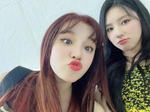 Yuqi and Miyeon