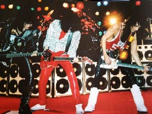 চুম্বন ~Gothenburg, Sweden...September 16, 1988 (Crazy Nights Tour)