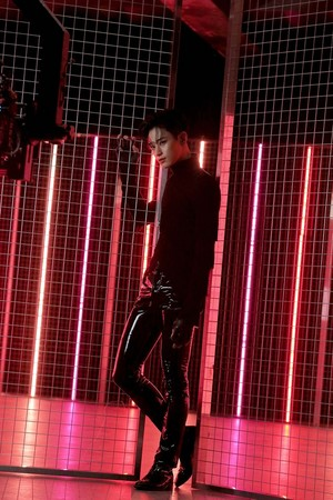 THE BOYZ 'THE STEALER' MV Shooting Behind kwa Melon
