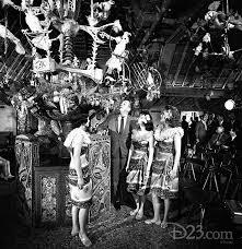 Walt Disney Chuyện thần tiên ở New York Tiki Room