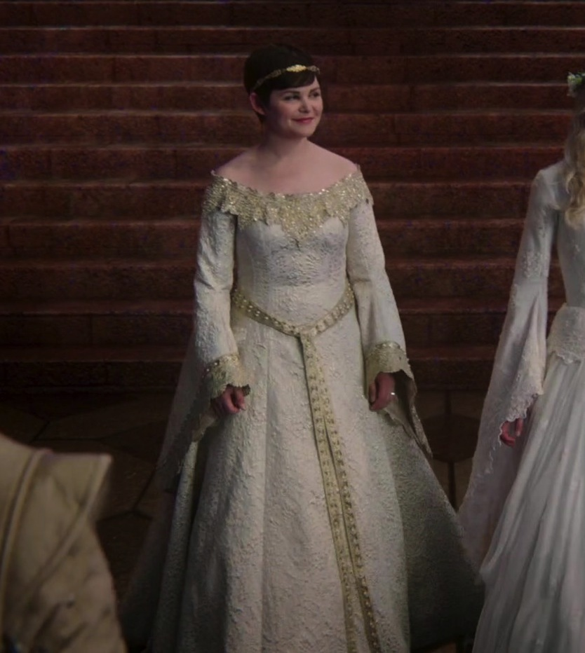 Which dress do you like more? - Once Upon A Time - Fanpop