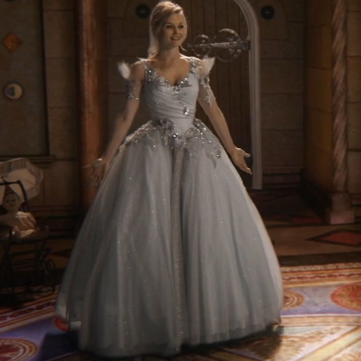 Emma Swan Vs Odette The Swan Princess Which Dress Do You Like More Once Upon A Time Fanpop