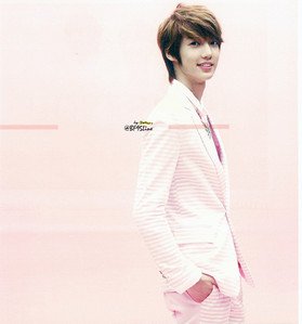 which apink song does boyfriend's member youngmin listen (love/favorite)?