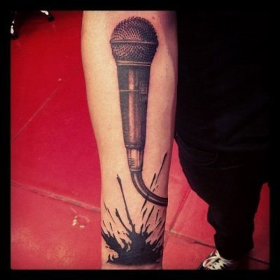 Who has an microphone tatoo in one direction?