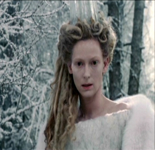 In the film LWW how many times did Jadis stamp her foot?