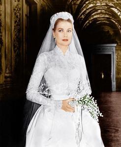 Who designed the Wedding Dress Grace Kelly?