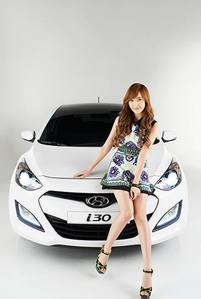 Jessica has what kind of car?